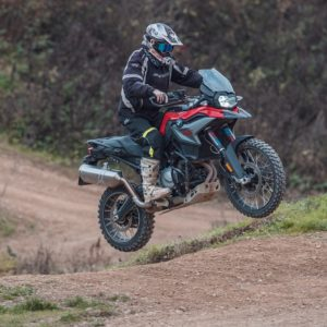 Motoškola - Zážitková výuka jízdy na motorce: v terénu